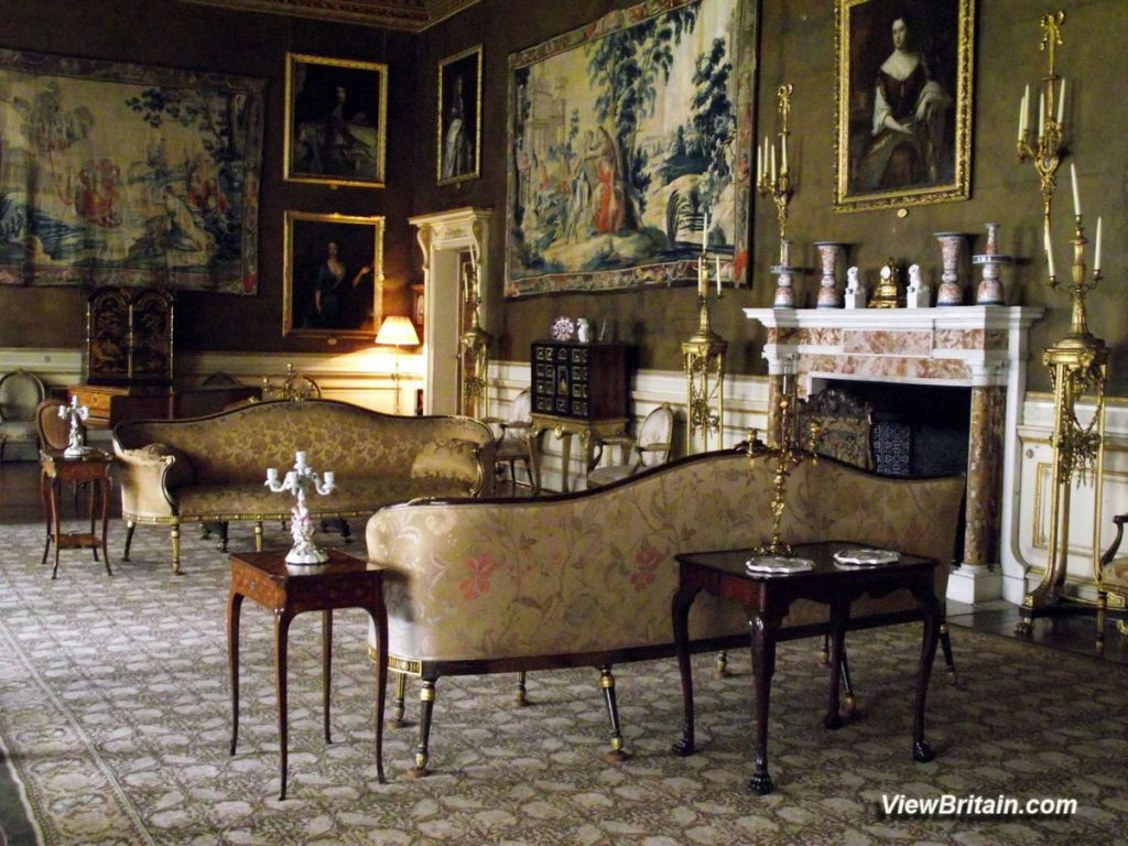 Gentlemens'-after-dinner-lounge-at-Chirk-Castle-Wales