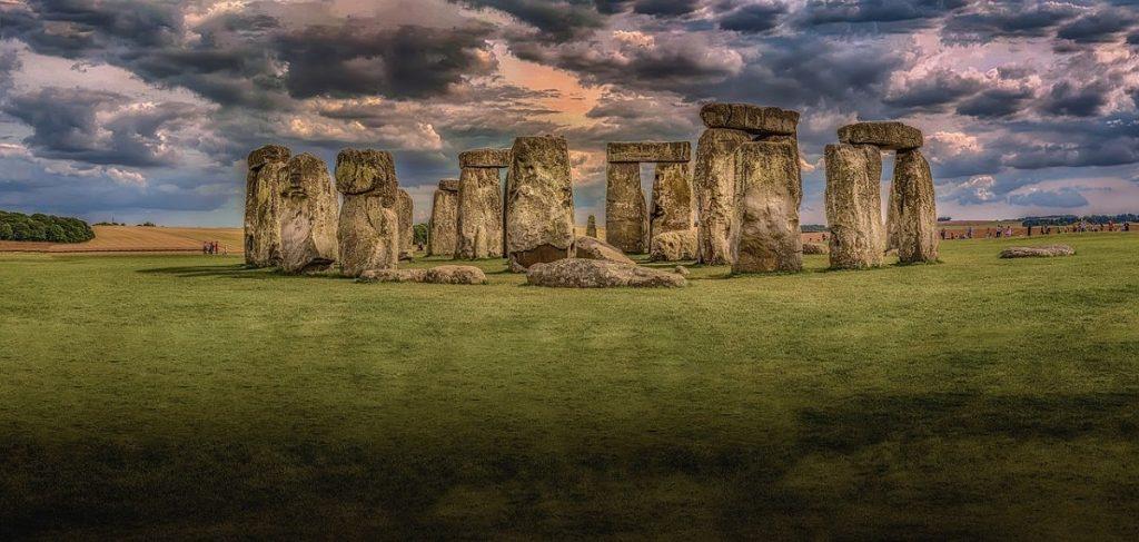 Stonehenge-stone-circle