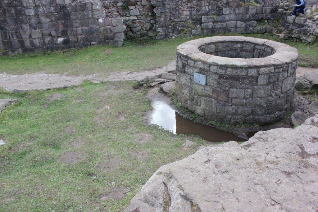 inner-ward-well-at-beeston-castle